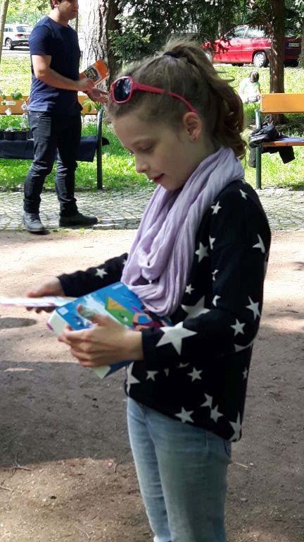Junge Leserin