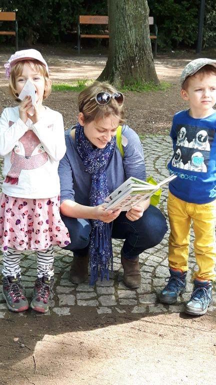 Bild von begeisterten Buchgewinnerinnen.