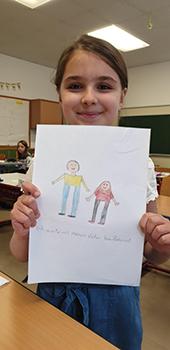 Bild Zeynep wartet mit ihrem Vater